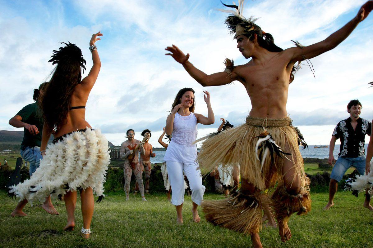 EASTER ISLAND Dancing folkore